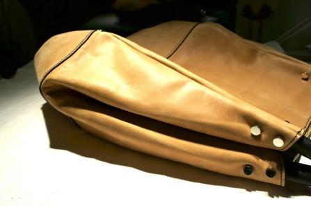 klama unikatowe torebki torby ręcznie szyte skóra beżowa beige hobo side