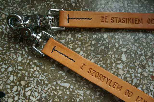 smycz skórzana leather lanyard lettering embossed snaps